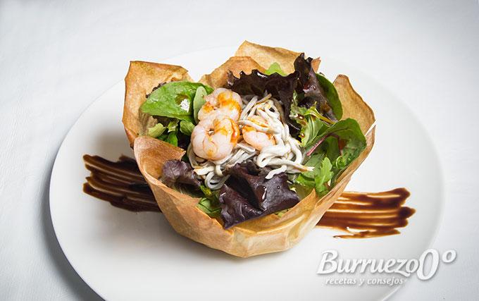 Receta de ensalada crujiente con gambas y gulas burruezo 0 for Decoracion de ensaladas