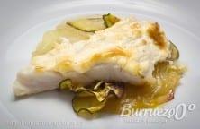 Merluza al horno gratinada con verduras y frutas, de Burruezo congelados.