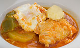 Patatas en caldo con bacalao, huevo y ajoaceite