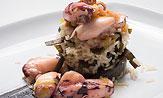Chipirón en salsa con arroz basmati y espagueti de mar