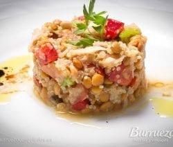 Ensalada de lentejas, quinoa, verduras y atun, de burruezo congelados